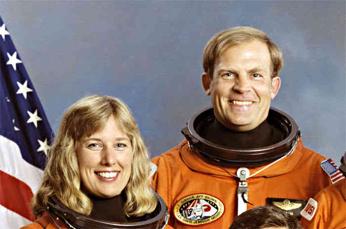 Astronauts Mark Lee and Jan Davis